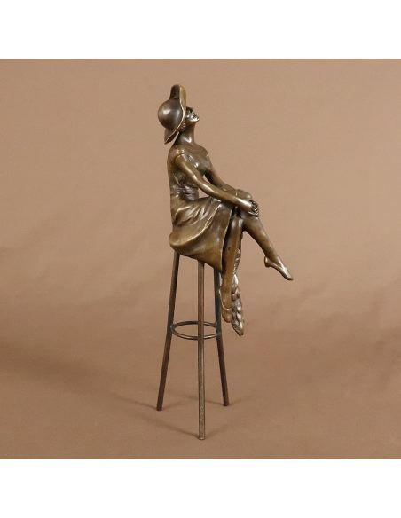 "Sculpture en bronze: Femme Art déco ""Au bar"" -Patine brune"
