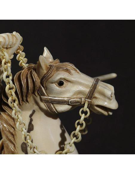 Sculpture sur ivoire: Samouraï à cheval (nc2565)