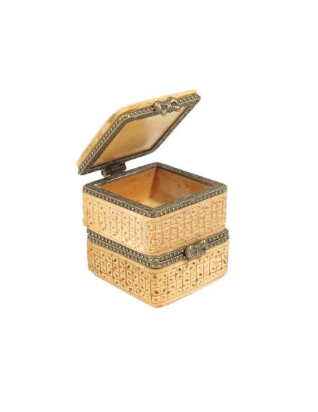 Sculpture sur os: Boîte carrée 2 étages ajourée, toi et moi
