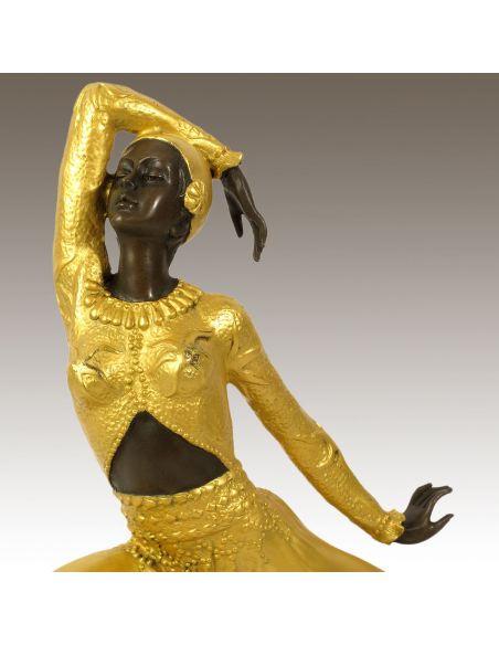 """Figura de Bronce. Mujer Art Decó """"Clara"""" -Dorado"""