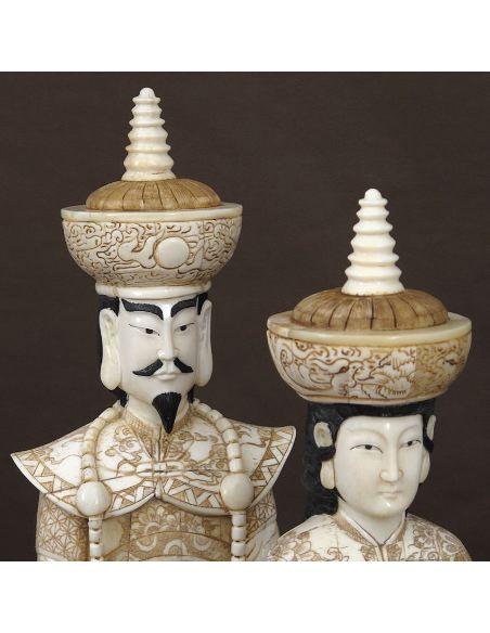 Figura de Hueso. Emperador & Emperatriz de pie 049cm con peana