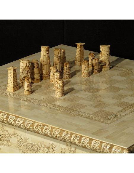 Mueble de Hueso. Mesa ajedrez 77,5cm. con 32 piezas y 2 cajones